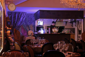 Bar du restaurant et salle