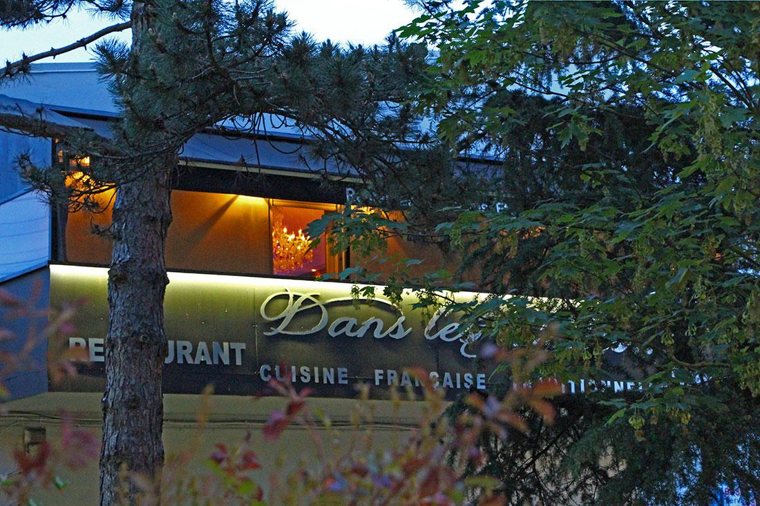 Vue de la façade du restaurant gastronomique Dans les Etoiles - Cergy