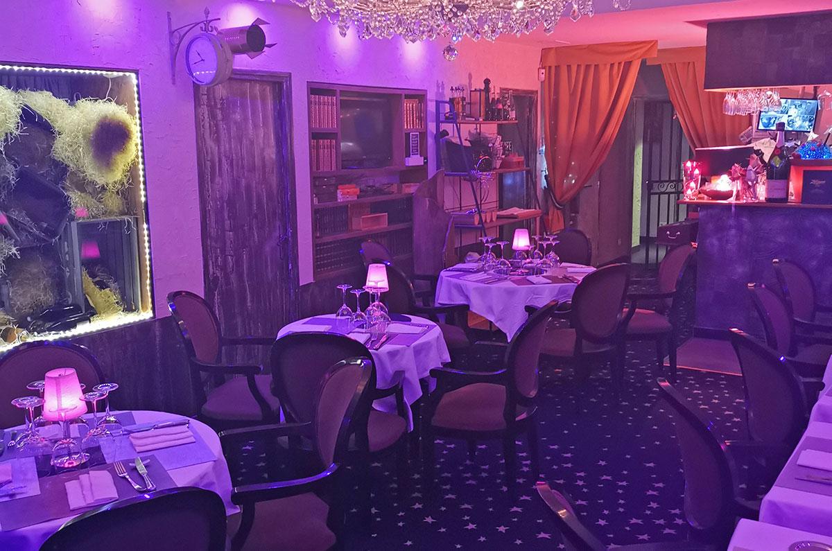 Vue de la salle redécorée du restaurant gastronomique Dans les Etoiles à Cergy Pontoise